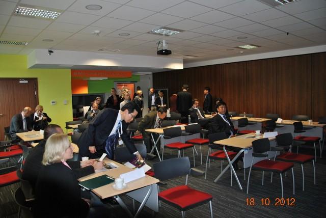 Dziewięciu przedstawicieli firm koreańskich gości w każdym regionie Polski Wschodniej. W tym tygodniu przyjechali do Kielc. Rozmawiali o biznesie w Kieleckim Parku Technologicznym.