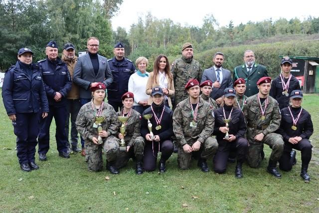 W miejscowości Piastów w gminie Jedlińsk odbyły się Mazowieckie Młodzieżowe Zawody Strzeleckie Formacji Mundurowych.