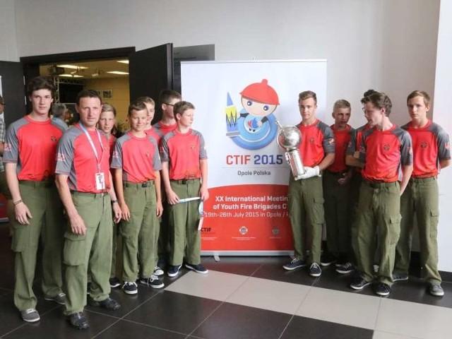 Drużyna Austrii zjawiła się jako jedna z pierwszych. Młodzi zawodnicy mają puchar przechodni, który wywalczyli na poprzednich zawodach we Francji. Są też faworytami tegorocznej imprezy.