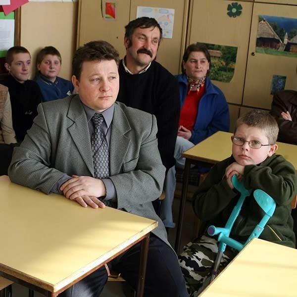 Rodzice: - Do upadłego będziemy bronić szkoły. W piątek przyjdziemy na sesję rady gminy, aby protestować.