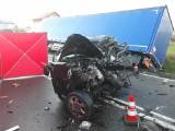 Śmiertelny wypadek w Hopowie. Zderzyły się ciężarówka i osobówka. Nie żyje 85-letni kierowca