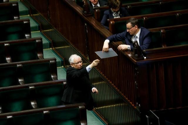 Polski Nowy Ład PiS. Prezes Jarosław Kaczyński i premier Mateusz Morawiecki przedstawiają 10 punktów programu. O co chodzi? Punkt po punkcie