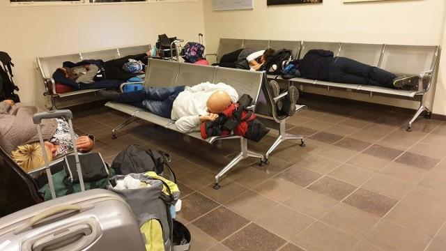Pasażerowie z Polski na lotnisku w Egilsstadir