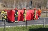 Śmiertelny wypadek motocyklisty w Dąbrowie Górniczej. Pędził na jednym kole i uderzył w barierki. Zginął na DK 94