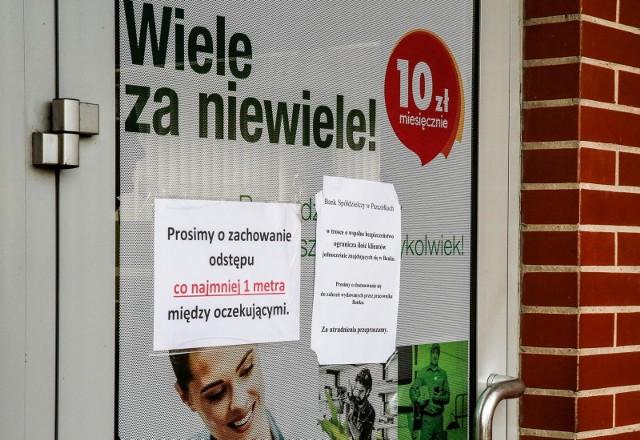Mimo nieopłacalności lokat i wysokiej inflacji 2/3 Polaków nadal jest gotowych wpłacać nadwyżki do banku.
