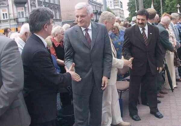 Na mszę przed pomnikiem przyjechał między innymi były premier Jerzy Buzek.