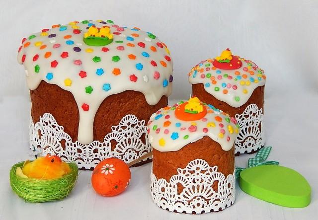 Ciasta na Wielkanoc 2017 – jakie wypieki podać na świąteczny, wielkanocny stół? Podpowiadamy przepisy wielkanocne na ciasta, których nie powinno zabraknąć podczas Świąt Wielkiej Nocy 2017.  Są to m.in. mazurki wielkanocne, wielkanocne baby czy serniki.