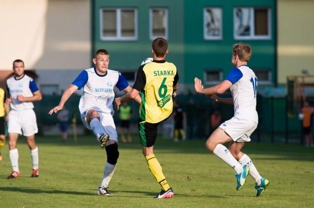 Łukasza Krzysztonia (z lewej) czeka kilka tygodni przerwy w grze.