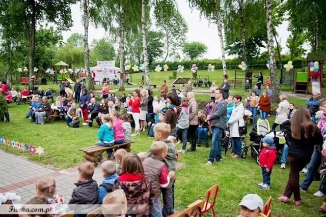 Festyn w przedszkolu w Charbrowie.