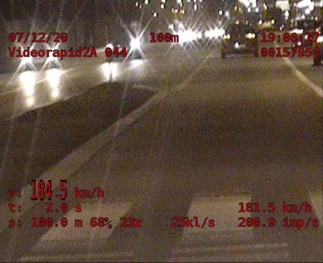 O ponad 100 km/h przekroczył dopuszczalną prędkość w terenie zabudowanym 20-letni kierowca seata. Na al. Sikorskiego w Rzeszowie jechał z prędkością 184 km/h.