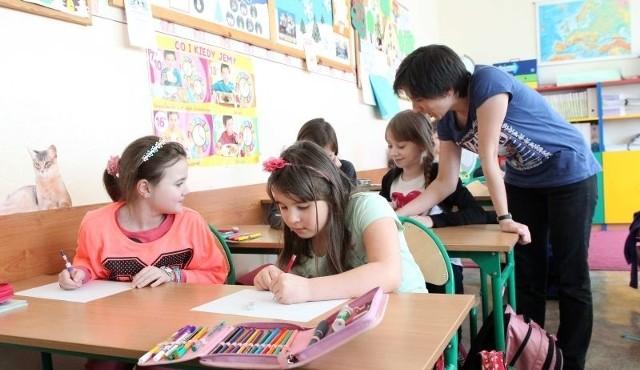 Miejsce w szkole podstawowej prowadzonej przez miasto gwarantuje dziecku adres zamieszkania w jej obwodzie.
