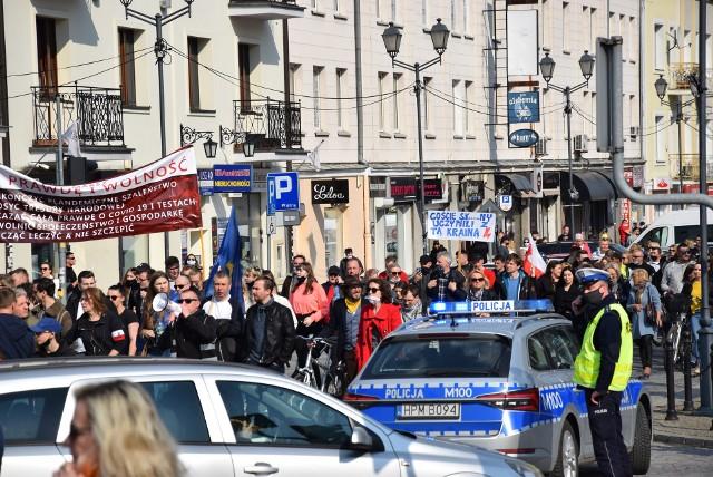 """Marsz """"Zakończyć Szaleństwo"""" w Białymstoku. Na ulice wyszły setki osób"""