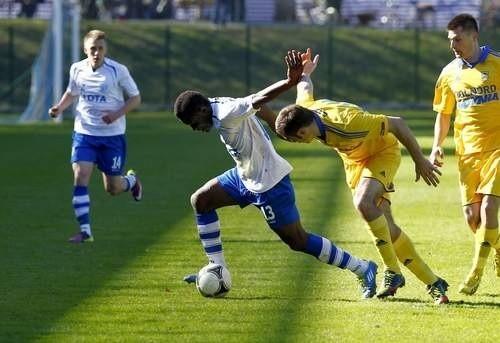 Charles Nwaogu (z lewej) strzelił dwie bramki w meczu z Wartą.