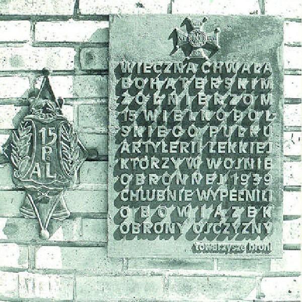 Tablica pamiątkowa w koszarach przy ul. Gdańskiej 147.