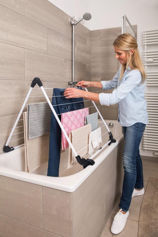 Suszarka nawannowaSuszarka ustawiana na wannie nie zabiera cennej przestrzeni w małej łazience. Suszarkę nawannową można ustawiać w różnych konfiguracjach.