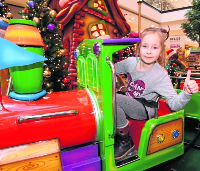 Dziewięcioletnia Zuzia Stachowicz odbyła podróż ciuchcią Świętego Mikołaja. - Było super, na pewno pojadę jeszcze raz.
