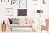 Mały salon – jak go optycznie powiększyć? Ciekawe pomysły i triki na niewielką przestrzeń