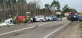 Osowiec-Twierdza. Wypadek śmiertelny zablokował DK 65. Cztery auta rozbite, jedna osoba nie żyje (zdjęcia)