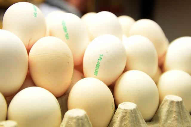Utrzymujące się, wysokie ceny jaj na rynku krajowym wynikają głównie ze zwiększonego popytu importowego na jaja w UE