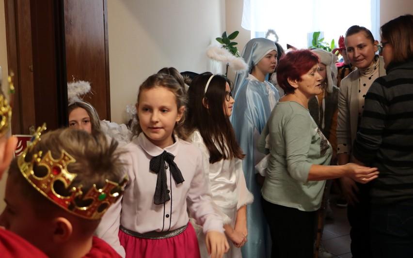 Sporo radości przywiozły dzieci ze szkoły podstawowej w...