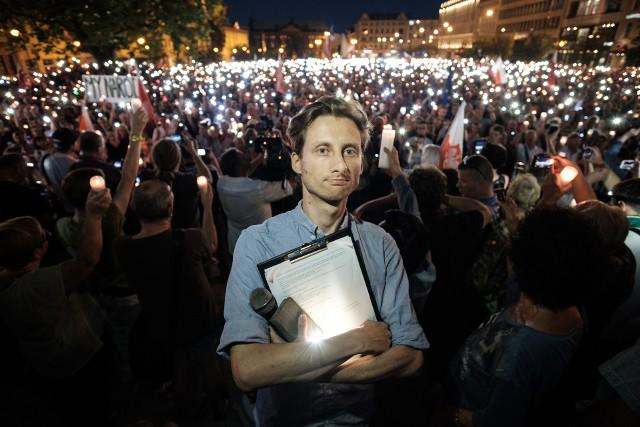 """Franciszek Sterczewski, Organizator """"Łańcucha Światła"""" w Poznaniu: Nie jestem zainteresowany startem w wyborach samorządowych"""
