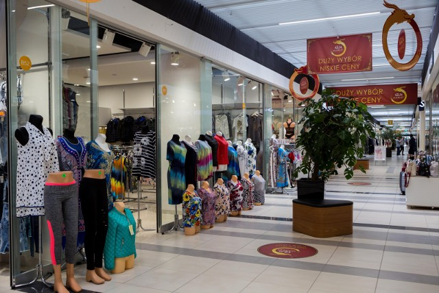 """Galerie handlowe i markety w święta są nieczynne. To czas """"żniw"""" dla małych sklepów."""