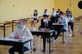 Egzamin ósmoklasisty 2021. Przecieki i pewniaki! Co może być w arkuszu z języka polskiego? Sprawdź harmonogram, tematy i lektury