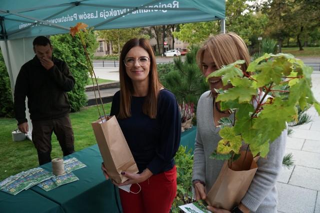 W Poznaniu będzie można otrzymać darmową sadzonkę drzew. Zobacz zdjęcia z akcji #SadziMY. Przejdź dalej ----->