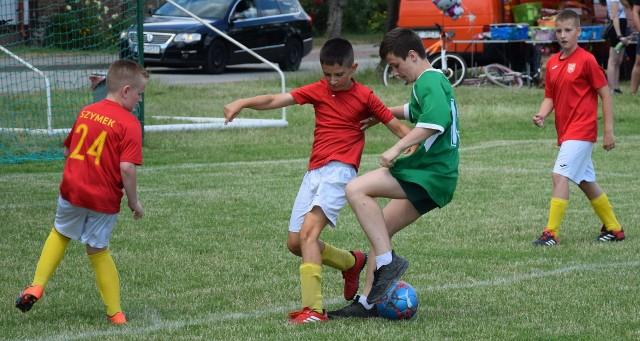 X Turniej Piłki Nożnej Jemiołów Cup. W pojedynku młodych piłkarzy Mgła Jemiołów uległa Pogoni Świebodzin 5:6 (1:2)