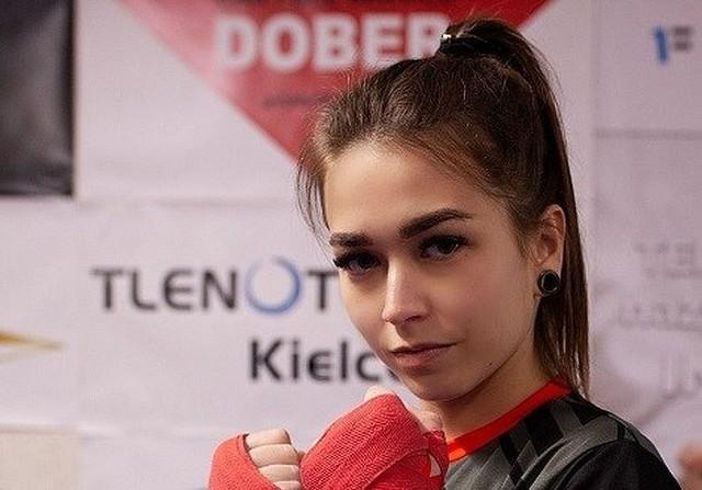 Paulina Ślewa z Uczniowskiego Klubu Bokserskiego Fighter Kielce dobrze radzi sobie nie tylko w boksie. Trenuje piłkę nożną, startuje też w konkursie na Miss Województwa Świętokrzyskiego.