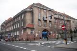 Poznań: Kobieta urodziła martwe dziecko na chodniku. Dramat rozegrał się tuż przed szpitalem