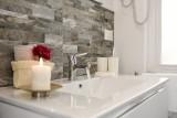 10 pomysłów na aranżacje małej łazienki. Tak możesz urządzić łazienkę w bloku! [zdjęcia]