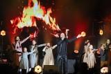 """Katowice: koncert kolędowy Betlejem w Spodku z widowiskiem """"Głośna Noc"""" ZDJĘCIA 6,5 tys. widzów śpiewało kolędy"""