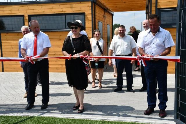 Mieszkańcy z nowego boiska w Dziarnowie mogą korzystać już od ponad dwóch miesięcy