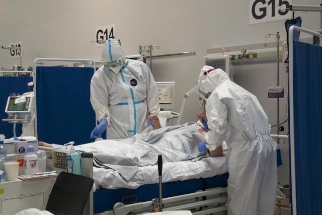 Od lipca liczba pacjentów w szpitalu tymczasowym nie przekracza dziesięciu. Wojewoda opolski nie ma jednak wątpliwości, że czwarta fala pandemii może uderzyć jesienią, a możliwe, że w drugiej połowie sierpnia.