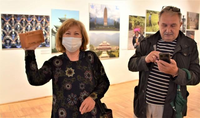 """Wystawa Tomka Kawiaka """"Ślady 1962-2021"""" otworzyła trzecią dekadę działalności Galerii Nowy Wiek w Muzeum Ziemi Lubuskiej"""