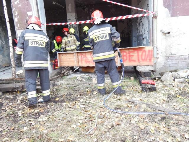Strażacy z Mysłowic wraz z uczniami ćwiczyli na terenie dawnej KWK Mysłowice