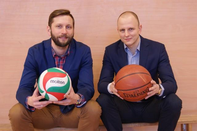 Jakub Urbanowicz (z prawej) i dyrektor szkoły, Szymon Nowak są przekonani, że poznański oddział szybko się zapełni