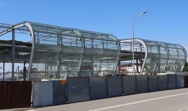 Stary terminal na Sadkowie jest już rozbierany, w jego miejsce ma stanąć nowoczesny budynek. Otwarcie jesienią 2020 roku.
