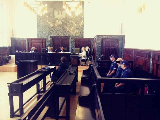Oskarżony 60-latek na rozprawę został doprowadzony z aresztu śledczego