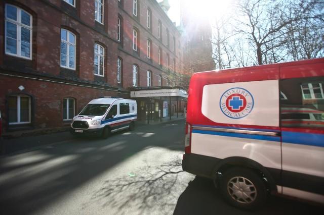 Szpital przy Grabiszyńskiej doszedł do granicy możliwości. Wszystkie miejsca dla chorych na covid są zajęte