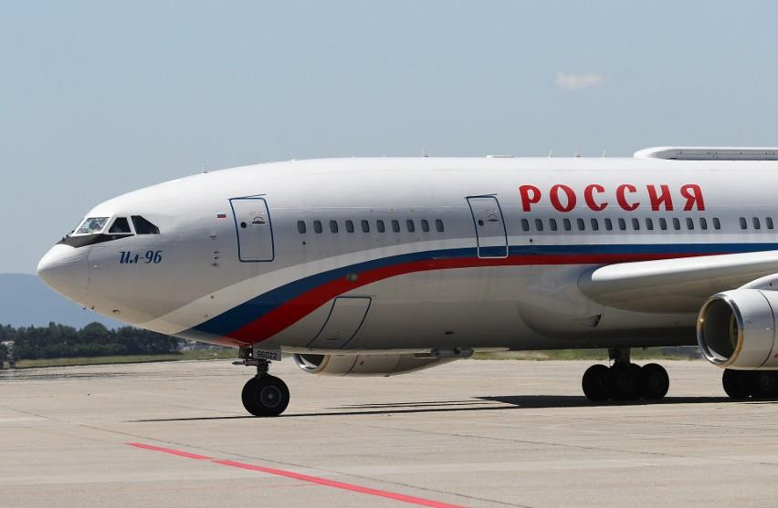 """Władimir Putin wrócił ze spotkania z Joe Bidenem """"Latającym Kremlem"""". Samolot prezydenta Rosji kosztował niemal 2 miliardy złotych!"""