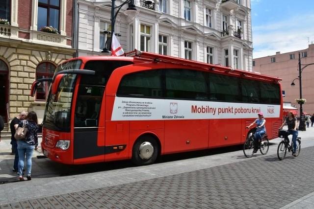 W każdy czwartek w godz. 14 - 17 w pasażu Schillera zaparkuje mobilny punkt poboru krwi.