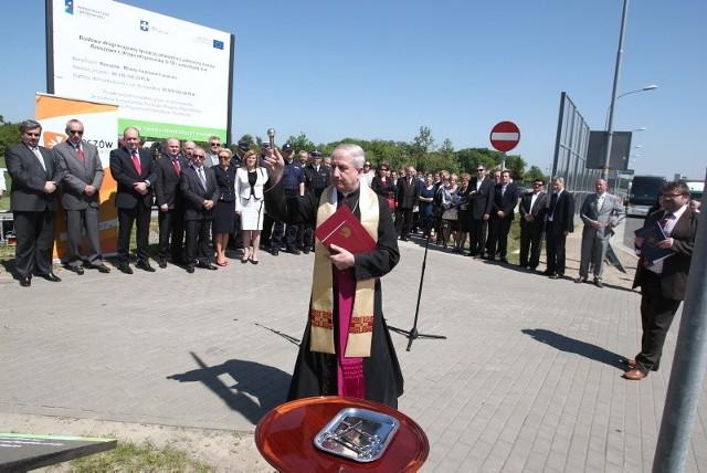 Otwarcie łącznika z S-19 Dziś przed południem oficjalnie otwarto 2,5 kilometrowy odcinek drogi, która połączy Rzeszów z autostradą A4 i drogą krajową S19.