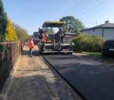 Kolejne ulice w gminie Koluszki zyskują asfalt