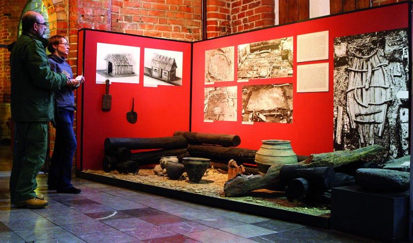 Wystawa w Muzeum Historii Szczecina, prezentująca m.in efekty wykopalisk na terenie Podzamcza i artefakty z czasów pierwszych Piastów