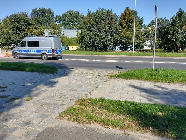 Z powodu potrącenia zablokowano przejazd przez skrzyżowanie ul. Kozanowskiej z Dzielną