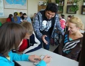 Uczniowie II LO w Opolu uczyli się o przedsiębiorczości. (fot. Mariusz Jarzobek)