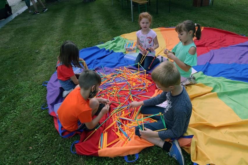 Dzieci w klubie dziecięcym będą nie tylko miały zapewnioną opiekę, ale będą także spędzać czas (a może w szczególności!) na zabawie z rówieśnikami