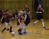 Emka Cup 2021 w Skierniewicach. Turniej halowej piłki nożnej dla dziewcząt ZDJĘCIA